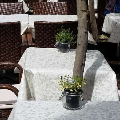 COMMERCIAL TABLECLOTHS TO MAKE YOUR BUSINESS STAND OUT