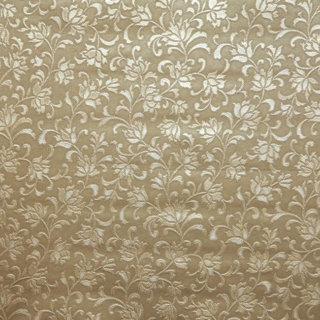 Silver or gold coloured tablecloths